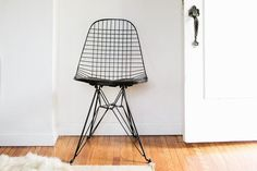 Photo © Jennifer Young for The Everygirl | Case Study Wire chair with Eiffel base