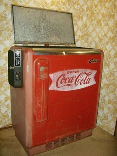Vintage Coca Cola Coke Refrigerated Machine Box Chest Cooler Chest Barn Cans in Collectibles, Advertising, Soda Vintage Coke, Vintage Candy, Pepsi, Soda Machines, Vending Machines, Coca Cola Addiction, Coca Cola Decor, Coke Machine, Always Coca Cola