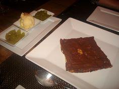 Speciali Pizza Bar - Sfogliata di chocolate, acompanhado de uvas e sorvete de creme feito pela casa.