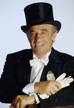 Jean-Paul Belmondo chapeau haut de forme et gants blancs © Photo sous Copyright