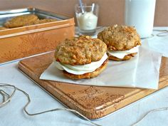 Back in the air or my Ricotta Carrot Cake Whoopie Pies filled with Ricotta Cream Cheese Frosting / De retour dans les airs ou mes Whoopie Pies Carottes Ricotta façon Carrot Cake et son « glaçage » Ricotta Cream Cheese. – Buttercream & Chantilly Factory