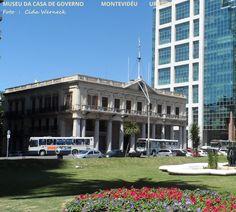 PRAÇA INDEPENDÊNCIA, ao fundo o MUSEU DA CASA DE GOVERNO em Montevidéu, Uruguai. Foto: Cida Werneck