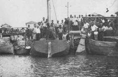 BENEDIZIONE DELLE PRIME BARCHE DI MARE (ditta Igino Mazzola) - Lo stabilimento di Marano Lagunare è sorto nel 1938, quando la località era molto povera e la sua popolazione viveva praticamente con la sola misera pesca lagunare. I pescherecci sono pochi e così Igino Mazzola costruisce una nuova flottiglia di 18 imbarcazioni.  La Mazzola creava, così, equipaggi che in breve tempo, diventarono abilissimi per la pesca in Adriatico