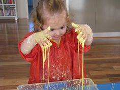 A collection of sensory play ideas and activities to do with kids and toddlers to promote learning and development. Sensory Tubs, Sensory Activities Toddlers, Craft Activities For Kids, Sensory Play, Indoor Activities, Family Activities, Learning Activities, Toddler Fun, Toddler Crafts