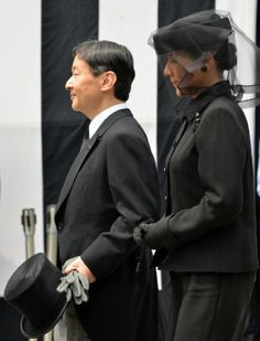 Japanese Crown Prince Naruhito and Crown Princess Masako leave after the main funeral service for Prince Katsura at Toshimagaoka cemetery in Tokyo, 17.06.2014.