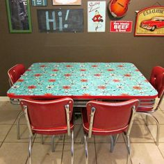 How to Refinish a Dining Table with Fabric, Mod Podge, and Resin - Morena's Corner. Pop up table? Retro Kitchen Tables, Retro Dining Table, Wooden Kitchen, Vintage Kitchen, Kitchen Decor, Kitchen Ideas, 50s Kitchen, Dining Decor, Dining Tables