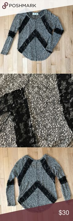 NWOT COMFY SWEATER Lace detail    ⭐️suggested user⭐️ 🎉next day shipping guaranteed (m-f)🎉 💥top rated seller💥 🚫no trades❌ 🦄ALL OFFERS WELCOME👽 Tops