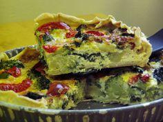 Ha már unjátok a húsos menüket, iktassatok be egy finom brokkolis pitét. Friss és ropogós salátát ne felejtsetek mellé találni.