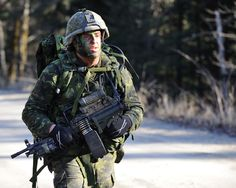 Canadian Forces soldier Canadian Soldiers, Canadian Army, Canadian History, Military Suit, Military Weapons, Force Pictures, Royal Canadian Navy, Battle Dress, Survival