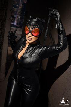 Cosplayer: Angélica Pires - Assist.: Priscila Cardoso, Henrique Rude - Photo/Edit: Cláudio Escobar - #cosplay #catwoman