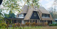 EVE-architecten - Rietgedekte villa in Huizen - i.o.v. Bouwbedrijf Lichtenberg