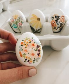 Paintin some eggs Creation Art, Easter Egg Designs, Small Canvas Art, Aesthetic Painting, Rock Painting Designs, Rock Crafts, Egg Decorating, Stone Painting, Painting Eggs