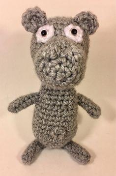 Voici ce que je viens d'ajouter dans ma boutique #etsy: Gentil l'hippo #jouets #hippo #enfant #kids #hippopotame #peluche #toy #gris #cuddytoy #crochet Boutique Etsy, Ajouter, Voici, Teddy Bear, Lady, Crochet, Animals, Plush, Gray