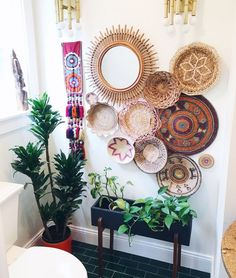living room wall decor over sectional Boho Living Room, Living Room Decor, Diy Wall Decor, Boho Decor, Basket Decoration, Baskets On Wall, New Wall, Wall Stickers, Indoor Plants