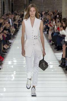 Louis Vuitton Frühjahr/Sommer 2018 Ready-to-Wear - Fashion Shows Teen Fashion, Spring Fashion, Autumn Fashion, Fashion Outfits, Paris Fashion, Trends 2018, Louis Vuitton, Vogue Paris, Chiffon