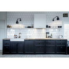 Cocina negra de estilo rústico
