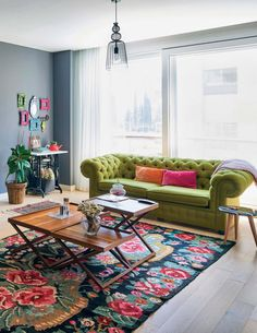 53 Best Ideas decor ideas for the home living room green Living Room Decor Colors, Colourful Living Room, Living Room Green, Home And Living, Living Room Designs, Colorful Rugs, Bohemian Living Rooms, Diy Furniture Couch, Fireplace Furniture