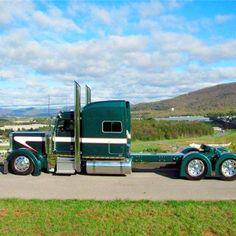 very clean and green Custom Peterbilt, Peterbilt 379, Peterbilt Trucks, Chevy Trucks, Show Trucks, Big Rig Trucks, Custom Big Rigs, Custom Trucks, Big Ride