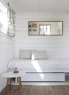 my scandinavian home: Summer cottage Style At Home, Home Bedroom, Bedroom Decor, Bedroom Ideas, Bedrooms, Clean Bedroom, Modern Bedroom, Master Bedroom, Summer Cabins