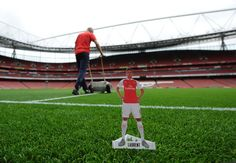 The Laurent Koscielny tabletopper goes behind the scenes before #AFCvTHFC. Get yours here: http://arsn.al/iFur3d