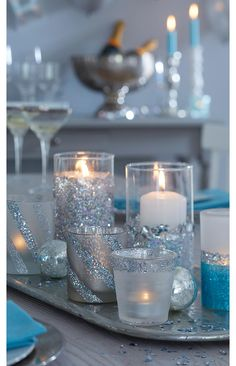 Glitzer-Windlicht basteln With glitter powder, the simple glittering lantern becomes a highlight in Cheap Candles, Diy Candles, Candle Jars, New Years Eve Decorations, Table Decorations, Christmas Gifts For Kids, Xmas, 20th Birthday, Bottle Lights