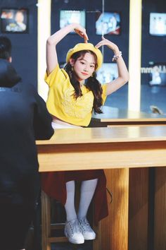 As springtime approaches, so do bright and refreshing fashion trends. These 7 idols rock a yellow beret and look like the most adorable spring chickens.