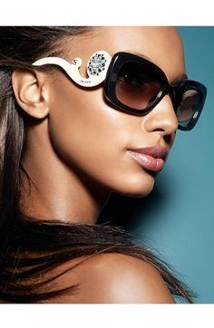 Prada Ornate Collection é o brilho e glamour que você precisa! #oculos #de #sol #strass #cristal #color #preto #branco #online #shop #sunglasses #oticas #wanny