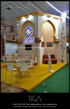 Booth Tazkia Tours & Travel at Mandiri International Islamic 2014 Exhibition Stall Design, Exhibition Booth, Stand Design, Booth Design, Fashion Communication, Ramadan Decorations, Islamic Architecture, Commercial Design, Arabesque