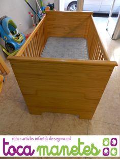 Maxicuna de madera con colchón de segunda mano. Medidas 140X70 cm.  PVP TocaManetes: 100€