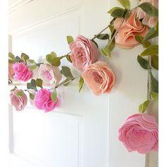 Felt Flowers, Diy Flowers, Fabric Flowers, Paper Flowers, Green Flowers, Flower Garlands, Flower Crowns, Felt Crafts, Birthday Party Decorations
