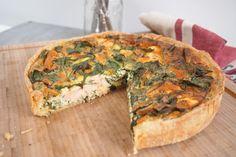 """750g vous propose la recette """"Quiche aux herbes fraiches, saumon et moutarde"""" notée 4.1/5 par 86 votants."""