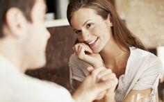 Die Situation ist angespannt. Man weiss nicht, worüber man reden soll. Willkommen beim ersten Date. Hier sind die wichtigsten Fragen, um den Mann kenennzulernen…