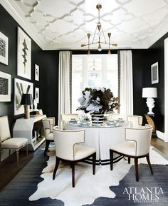 Black and White Interior Design - Transitional Dining Room Black And White Dining Room, White Rooms, Black Dining Rooms, Black White, Elegant Dining Room, Beautiful Dining Rooms, House Beautiful, Interior Desing, Home Interior