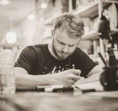 arte da palavra não dita o que se passa entre o olho e a ponta do lápis antes de se expressar no papel da vida? ... (Foto: Pedro Roque - @pedrroque)