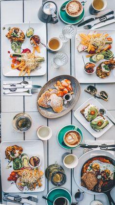 3 trendige Hipster Cafés in Wien // Instawalk auf VANILLAHOLICA.com Wer auf der Suche nach veganen Cafes in Wien, oder Essesslokale und vegane Restaurants in Wien ist, sollte hier einmal vorbei schauen. Diese trendigen, frischen Cafes sind genau etwas für junge Leute und Studenten, die ein Wochenende in Wien genießen, oder einfach einen Tagesausflug machen wollen.