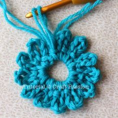 Crochet: Easy Flower Brooch    Difficulty Level: Beginner – must know how to crochet ch, sc & slst.  Gauge/tension: Not important.