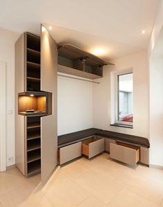 eingangsbereich beige wei mint gro er spiegel einrichten und wohnen haus flure und. Black Bedroom Furniture Sets. Home Design Ideas