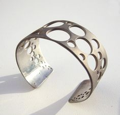 Cuff bracelet with a geometric pattern: two of my obsessions in one!