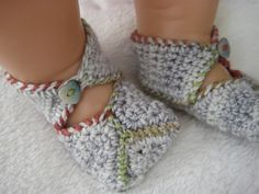 free pattern - these are cute and different from all the other I've seen - better not to use buttons on baby clothes - yarn button or velcro