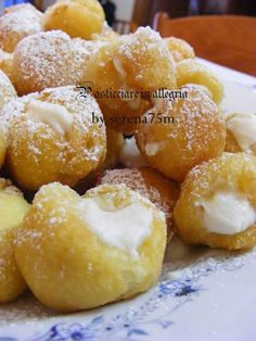 pasticciare in allegria: Castagnole ripiene di Crema e di Ricotta Italian Desserts, Mini Desserts, Sicilian Recipes Authentic, Ricotta, Food Illustrations, Pain, Cake Recipes, Chicken Recipes, Bakery