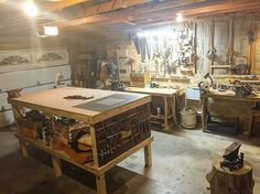 Post 2 of Repost from - This shows the new leather workbench I finished up today with tool storage at one end. Leather Bench, Leather Art, Workshop Storage, Tool Storage, Work Shop Building, Building A Workbench, Tandy Leather, Leather Workshop, Shop Organization