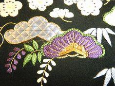 【絹糸あそび】◆◆ 日本刺繍作品展 ◆◆  1/25~2/21 日本刺繍 とは、 絹糸で両手を使って、絹布に刺していく刺繍のことをいいます。 日本刺繍の歴史は古く、今から1600年~1700年前に中国から繍仏 (繍仏とは仏像を刺