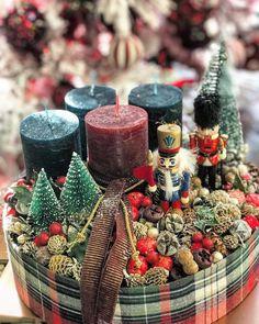 Christmas Advent Wreath, Christmas Snow Globes, Xmas Wreaths, Nutcracker Christmas, Diy Christmas Gifts, Winter Christmas, Christmas Themes, Vintage Christmas, Christmas Candle Holders