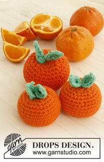 "#Crochet DROPS fruit and vegetables with basket in ""Paris"". - Free pattern by DROPS Design, #haken, gratis patroon (Engels), groenten en fruit, amigurumi"