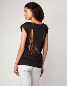 Bershka Portugal - T-shirt cut out wings