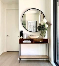 DIY Felt Ball Garland - My best home decor list Hallway Decorating, Entryway Decor, Casa Loft, Hallway Designs, Home And Living, Modern Living, Modern Entry, Apartment Living, Living Room Decor