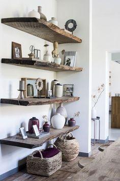 Boekenplanken + manden-----------------Casa Vivante