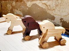 Artesanalmente fresno y iroko Wooden Toys, Car, Wood, Wooden Toy Plans, Wood Toys, Automobile, Woodworking Toys, Autos, Cars