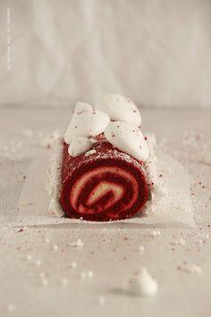 day1044 Waiting for Christmas 2013 : JOUR 1 Bûche roulée (biscuit joconde façon red velvet, mousse mascarpone au citron, et petites meringues)
