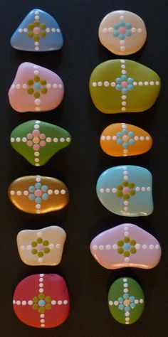 Acrylic painted Pebbles ༺✿ƬⱤღ  http://www.pinterest.com/teretegui/✿༻